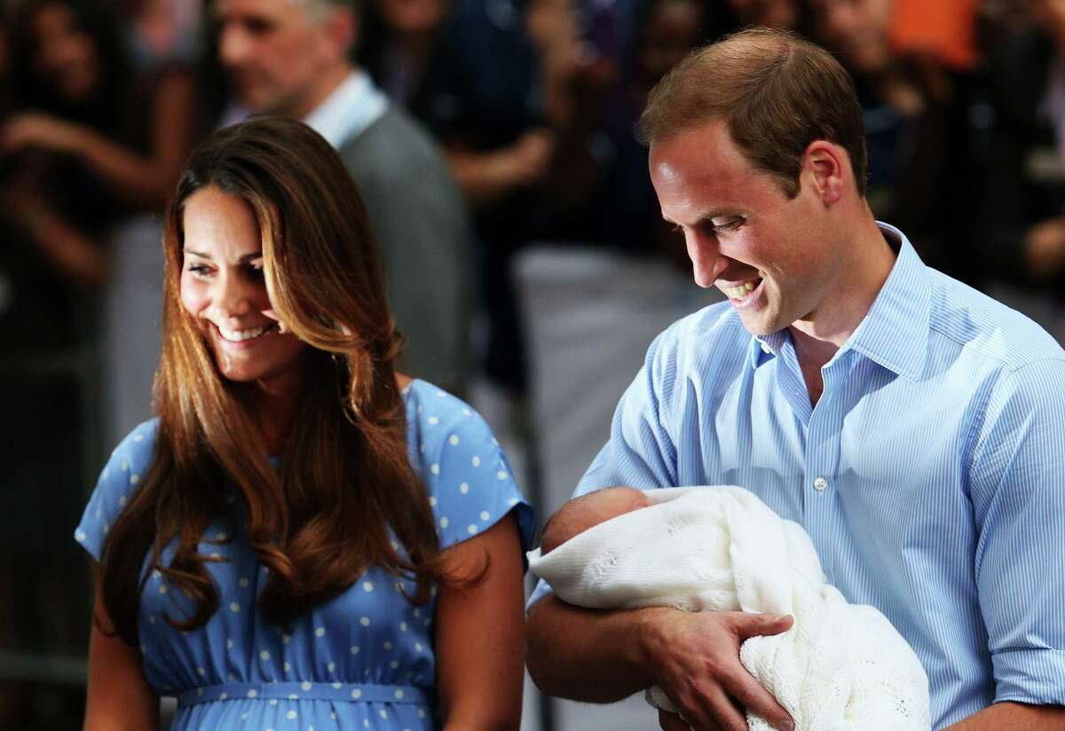 LONDON, ENGLAND - JULY 23: Prince William, Duke of Cambridge and Catherine, Duchess of Cambridge, depart The Lindo Wing with their newborn son at St Mary's Hospital on July 23, 2013 in London, England. The Duchess of Cambridge yesterday gave birth to a boy at 16.24 BST and weighing 8lb 6oz, with Prince William at her side. The baby, as yet unnamed, is third in line to the throne and becomes the Prince of Cambridge. (Photo by Oli Scarff/Getty Images) ORG XMIT: 173391205