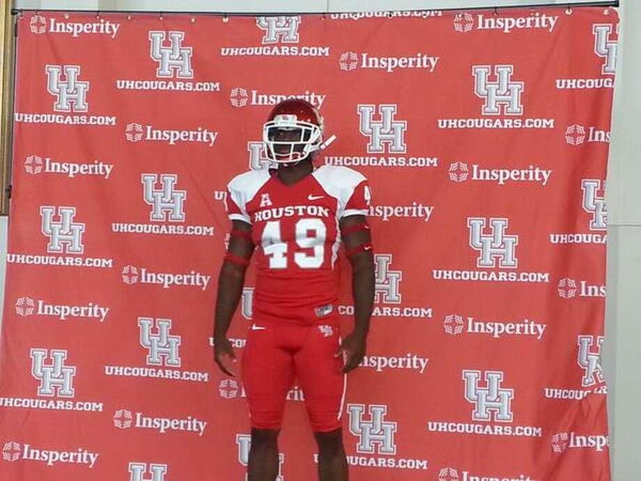 Linebacker Derrick Mathews models the all-red uniform. Photo: Joseph Duarte, Chronicle