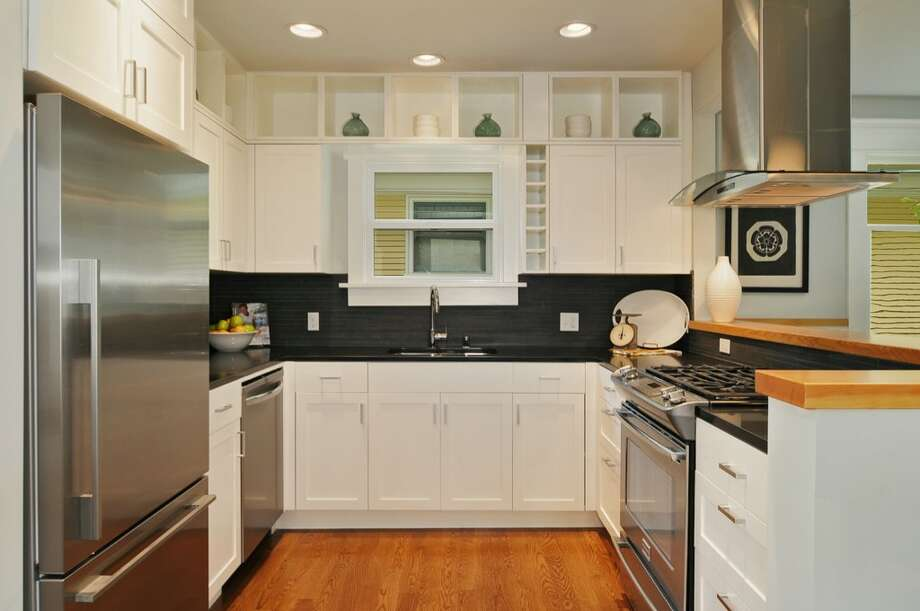 Kitchen of 710 Summit Ave. E. It's listed for $795,000. Photo: Stefan Enriquez, Courtesy John Blacksmith, Lake & Co.