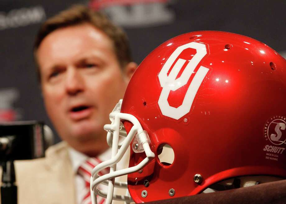 Oklahoma football coach Bob Stoops answers questions from the media during the Big 12 Conference Football Media Days Tuesday, July 23, 2013 in Dallas.  (AP Photo/Tim Sharp) Photo: TIM SHARP, Associated Press / FR62992 AP