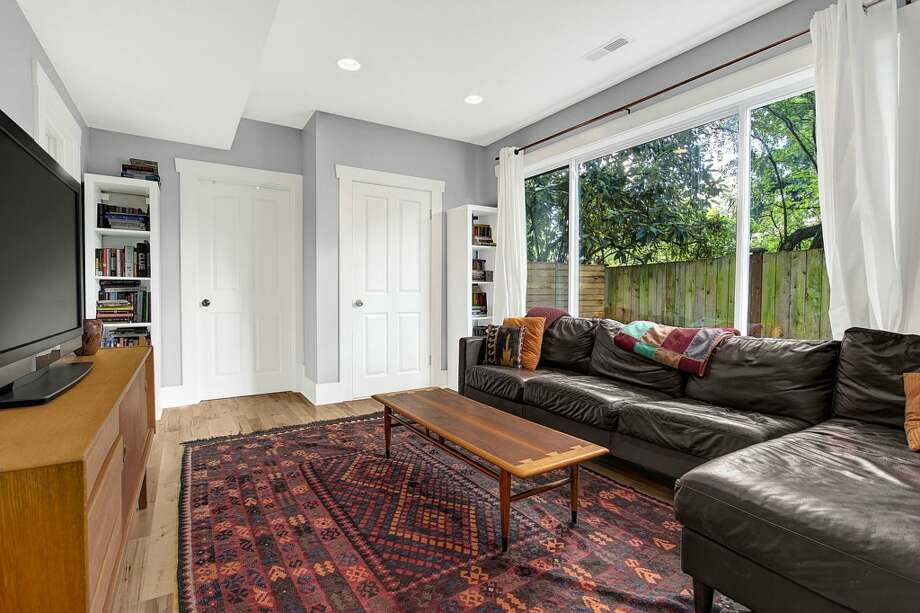 Family room of 2635 E. Aloha St. It's listed for $788,000. Photo: HD Estates, Courtesy Marcus Holmes, WaLaw Realty