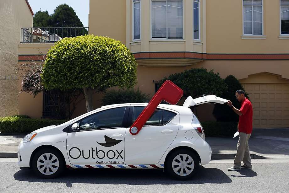 """""""Unpostman"""" Francis Sanchez collects mail to be scanned and converted to a newsfeed for customers  in S.F. Photo: Ian C. Bates, The Chronicle"""