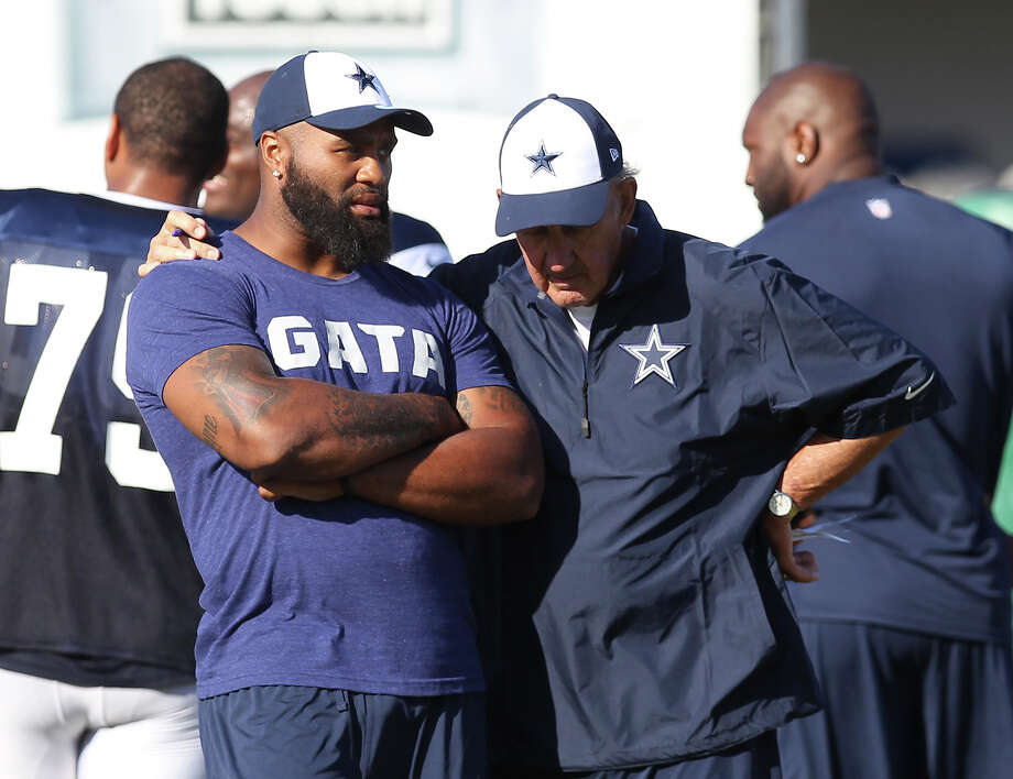 Injured defensive end Anthony Spencer (left) chats with defensive coordinator Monte Kiffin during the afternoon session of the 2013 Dallas Cowboys training camp on Tuesday, July 23, 2013 in Oxnard. Photo: Kin Man Hui, San Antonio Express-News / ©2013 San Antonio Express-News