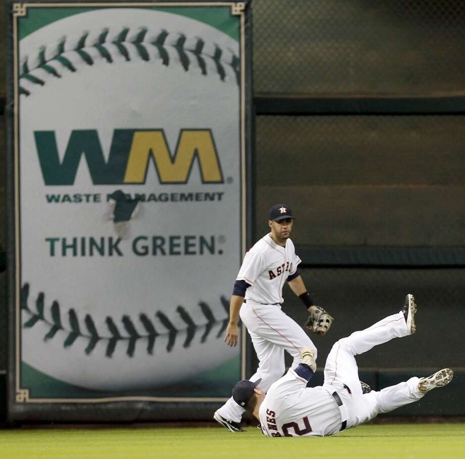 Astros outfielder Brandon Barnes makes a diving catch for an out. Photo: Thomas B. Shea, For The Chronicle