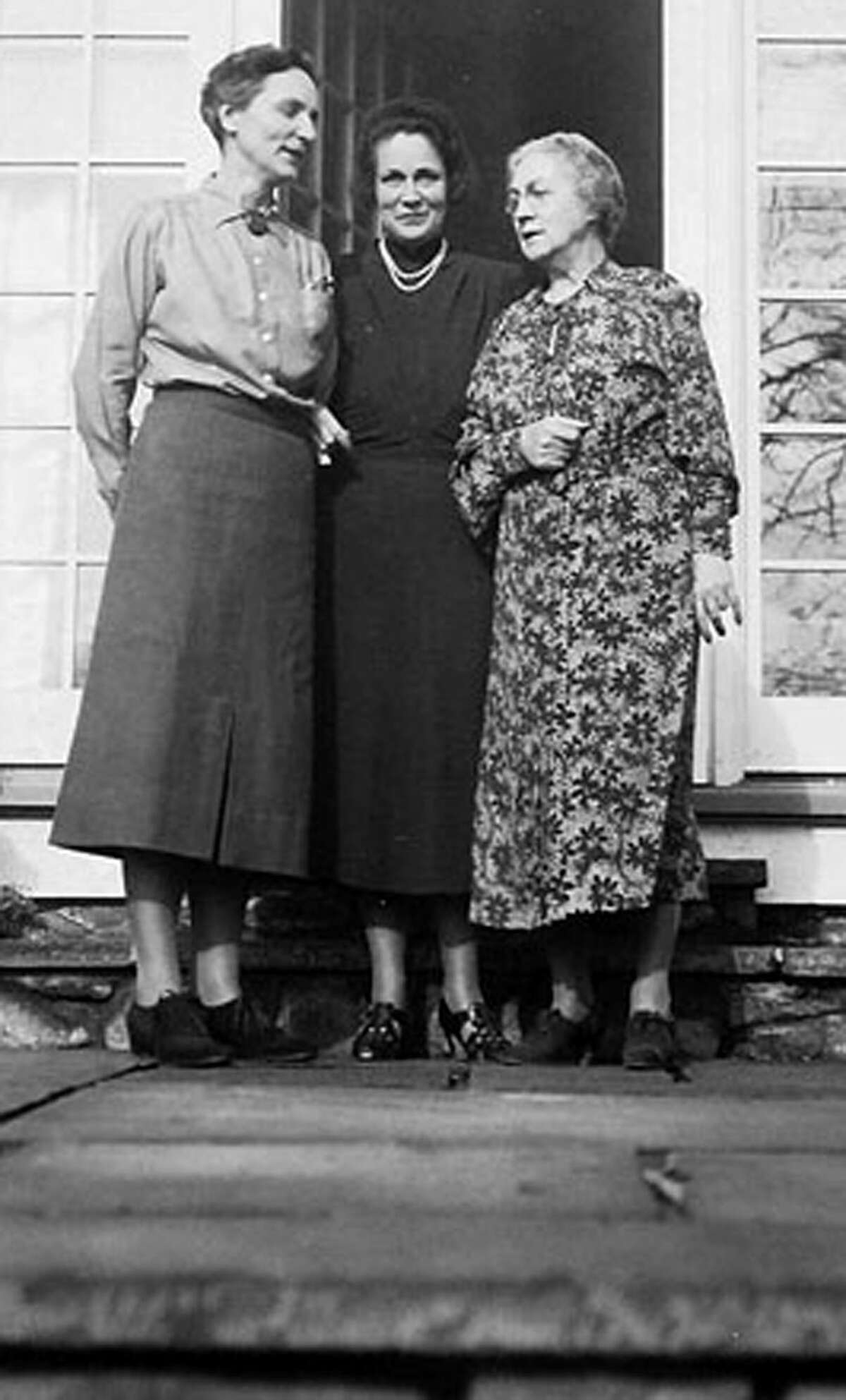 Renowned landscape architect Beatrix Farrand, left, shares a moment at Three Rivers Farm with Antoinette Peterson, right, wife of farm owner Dr. Frederick Peterson, and an unknown guest. Courtesy of Promisek