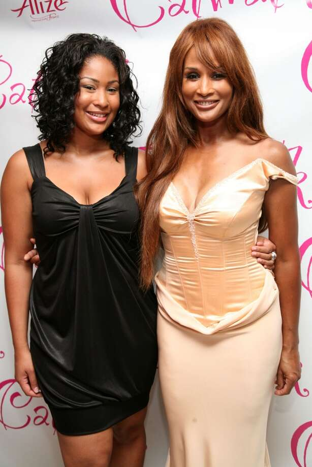 Models Anansa Johnson and Beverly Johnson at the Laboratory Institute Of Merchandising in New York City, June 2008 Photo: Astrid Stawiarz, Getty Images
