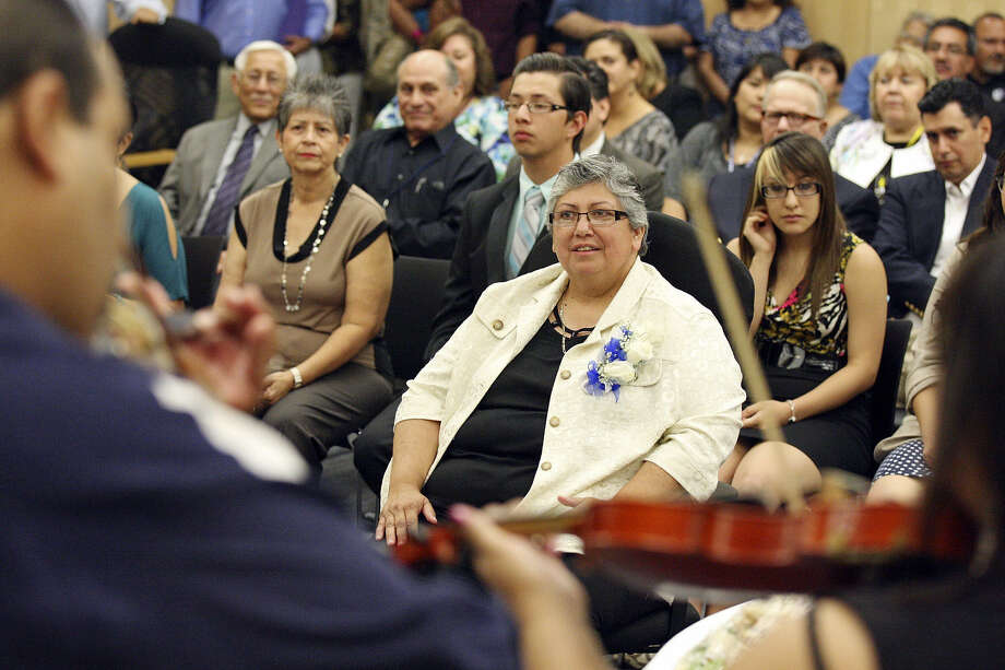 A reader bemoans the loss of Rebecca Robinson (shown, center, during a performance by mariachi students and instructors at a school board meeting) as South San Antonio superintendent. Photo: File Photo, San Antonio Express-News