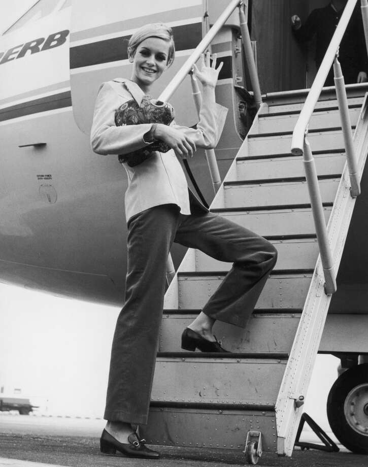 Twiggy boards an aircraft at Heathrow in 1966. Photo: Roger Jackson, Getty Images