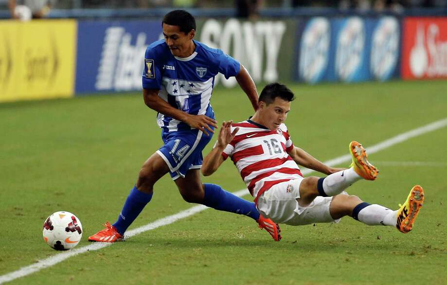 Honduras' Andy Najar (14) pulls down United States' Jose Torres (16) during the first half of the Gold Cup semifinals at Cowboys Stadium, Wednesday, July 24, 2013, in Arlington, Texas. (AP Photo/Brandon Wade) Photo: Brandon Wade, Associated Press / FR168019 AP