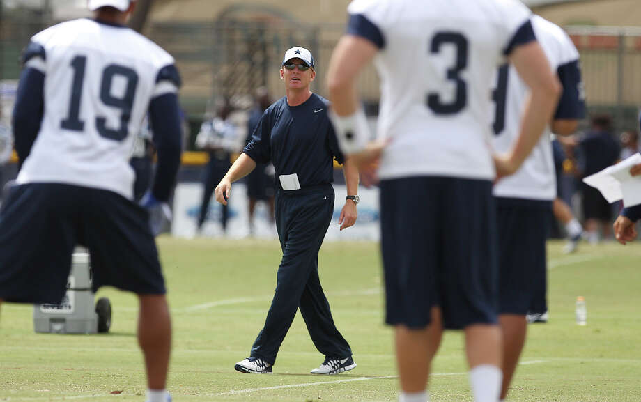Head coach Jason Garrett (center) talks to his players during the morning session of the 2013 Dallas Cowboys training camp on Wednesday, July 24, 2013 in Oxnard. Photo: Kin Man Hui, San Antonio Express-News / ©2013 San Antonio Express-News
