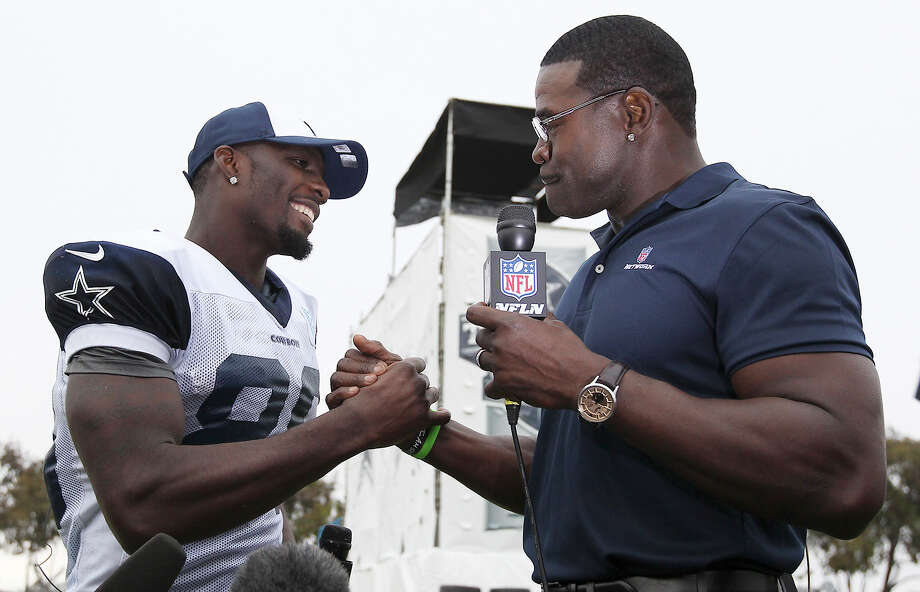Dez Bryant (left) shakes hands with former Cowboy Michael Irvin after in interview by Irvin at the conclusion of the afternoon session of the 2013 Dallas Cowboys training camp on Wednesday, July 24, 2013 in Oxnard. Photo: Kin Man Hui, San Antonio Express-News / ©2013 San Antonio Express-News