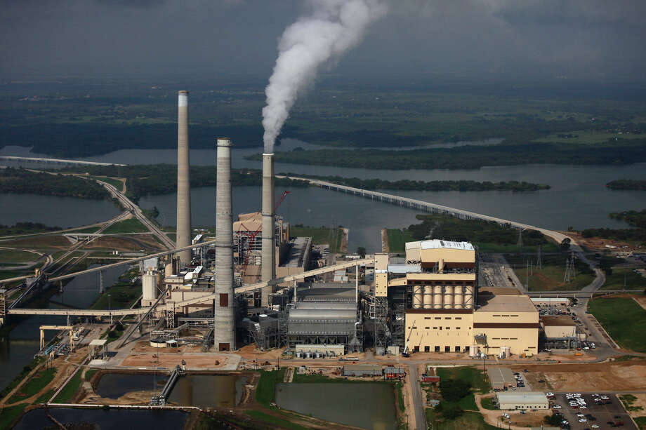 CPS Energy's coal-fired power plants are on Calaveras Lake. The utility plans to close one and replace it with a natural gas plant. Photo: Lisa Krantz / San Antonio Express-News