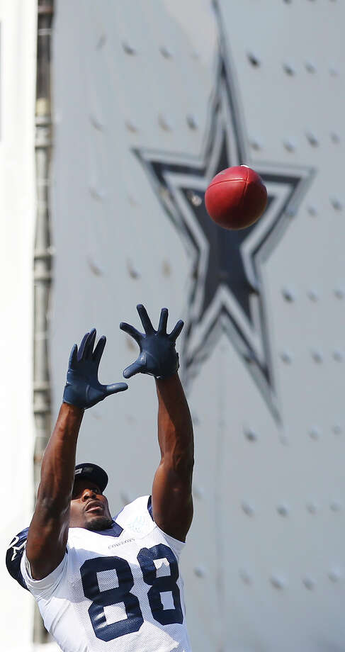 Receiver Dez Bryant stretches to make a catch during the afternoon session of the 2013 Dallas Cowboys training camp on Wednesday, July 24, 2013 in Oxnard. Photo: Kin Man Hui, San Antonio Express-News / ©2013 San Antonio Express-News