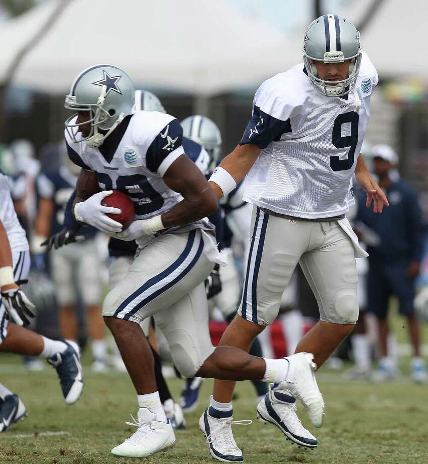 Quarterback Tony Romo hands the ball to running back DeMarco Murray (29) during the afternoon session of the 2013 Dallas Cowboys training camp on Wednesday, July 24, 2013 in Oxnard. Photo: Kin Man Hui, San Antonio Express-News / ©2013 San Antonio Express-News
