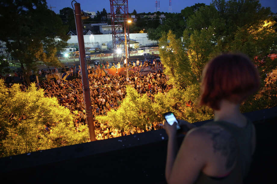 The packed scene on Broadway Avenue is shown from a rooftop on Wednesday near the Capitol Hill Dick's Drive-In. Photo: JOSHUA TRUJILLO, SEATTLEPI.COM / SEATTLEPI.COM