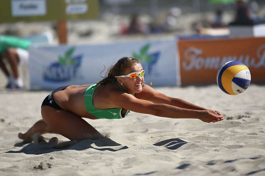 Taylor Pischke of Canada dives for a ball  during the first elimination round at the ASICS World Series of Beach Volleyball - Day 3 on July 24, 2013 in Long Beach, California. Photo: Joe Scarnici, Getty Images / 2013 Getty Images