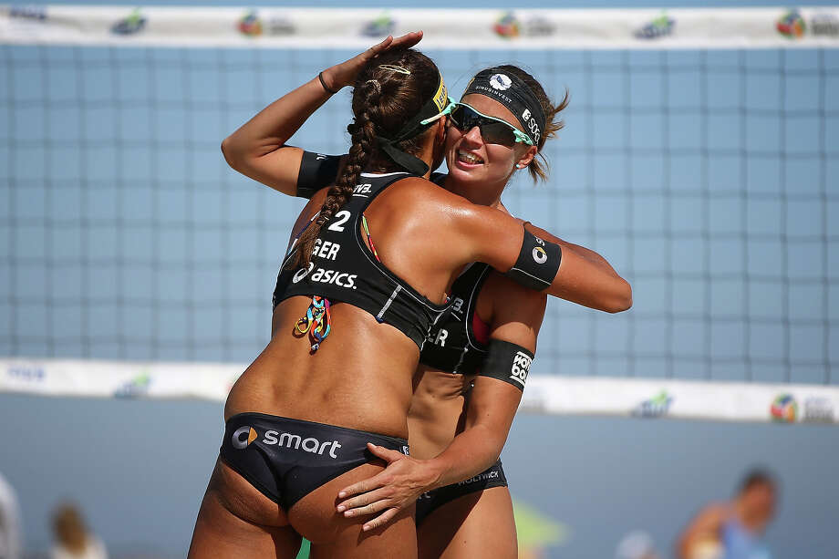 Katrin Holtwick (R) and Ilka Semmler of Germany celebrate after winning a point during the first elimination round at the ASICS World Series of Beach Volleyball - Day 3 on July 24, 2013 in Long Beach, California. Photo: Joe Scarnici, Getty Images / 2013 Getty Images