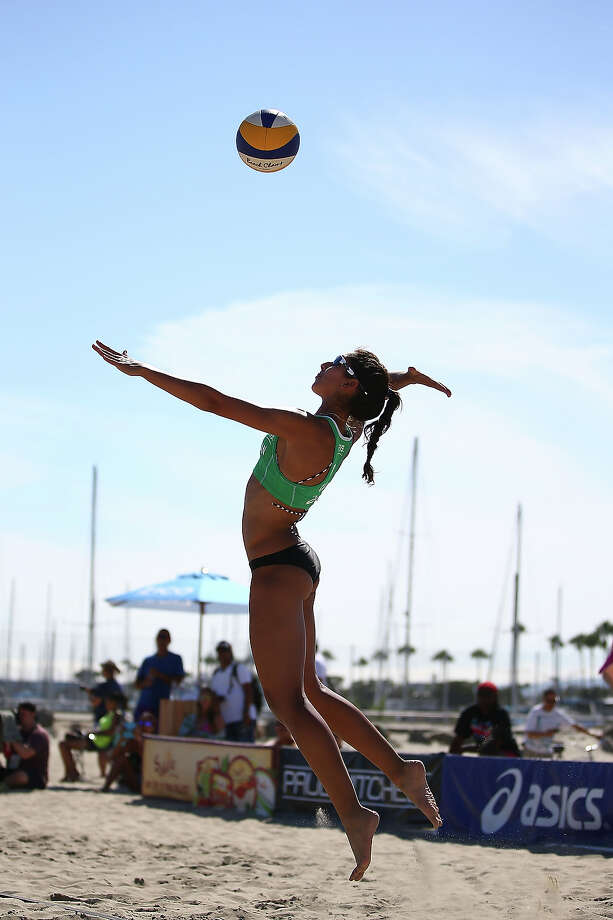 Melissa Humana-Paredes of Canada serves the ball into play during the first elimination round at the ASICS World Series of Beach Volleyball - Day 3 on July 24, 2013 in Long Beach, California. Photo: Joe Scarnici, Getty Images / 2013 Getty Images