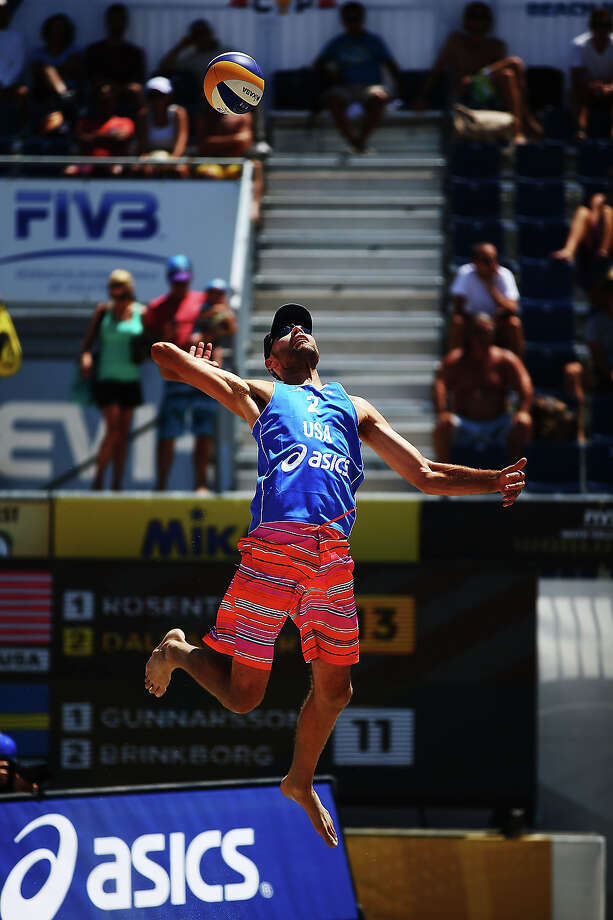 Phil Dalhausser of USA serves the ball into play during the round of pool play at the ASICS World Series of Beach Volleyball - Day 3 on July 24, 2013 in Long Beach, California. Photo: Joe Scarnici, Getty Images / 2013 Getty Images