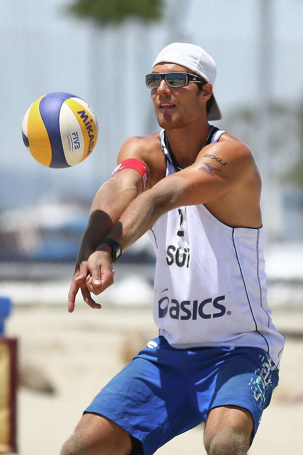 Jonas Weingart of Switzerland sets the ball during the round of pool play at the ASICS World Series of Beach Volleyball - Day 3 on July 24, 2013 in Long Beach, California. Photo: Joe Scarnici, Getty Images / 2013 Getty Images