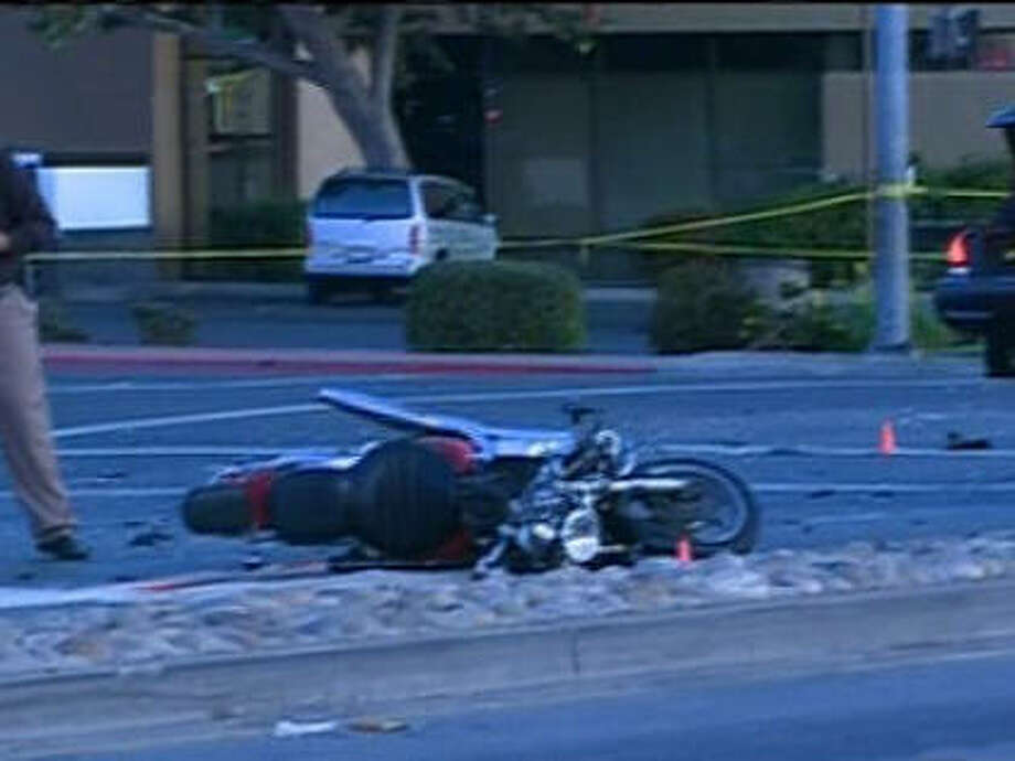 Scene of fatal motorcycle crash in East Palo Alto, September 28, 2011. Photo: CBS San Francisco