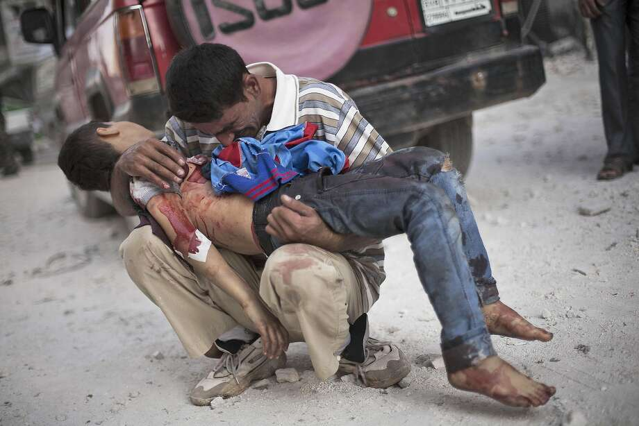 A man cries while holding the body of his son, killed by the Syrian Army, near Dar El Shifa hospital in Aleppo, Syria on Oct. 3, 2012.  Photo: Manu Brabo, Associated Press