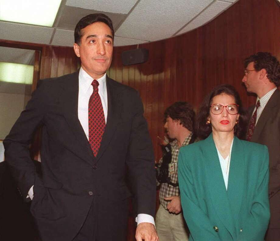 Ex-San Antonio mayor Henry Cisneros managed to hold onto his marriage to wife Mary Alice even after the Justice Department found he lied to the FBI about payments to an ex-mistress. Photo: JOYCE NALTCHAYAN, AFP/Getty Images