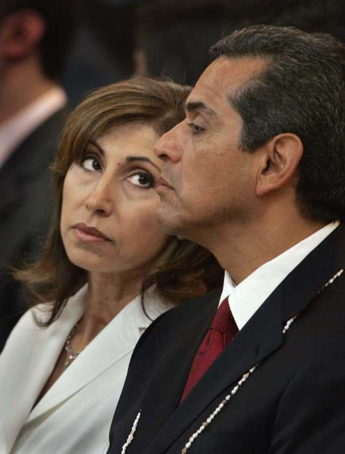 Antonio Villaraigosa was mayor of Los Angeles when he acknowledged having an affair. His wife, Corina, was having none of it and divorced him. Photo: Pool, Getty Images / 2005 Getty Images