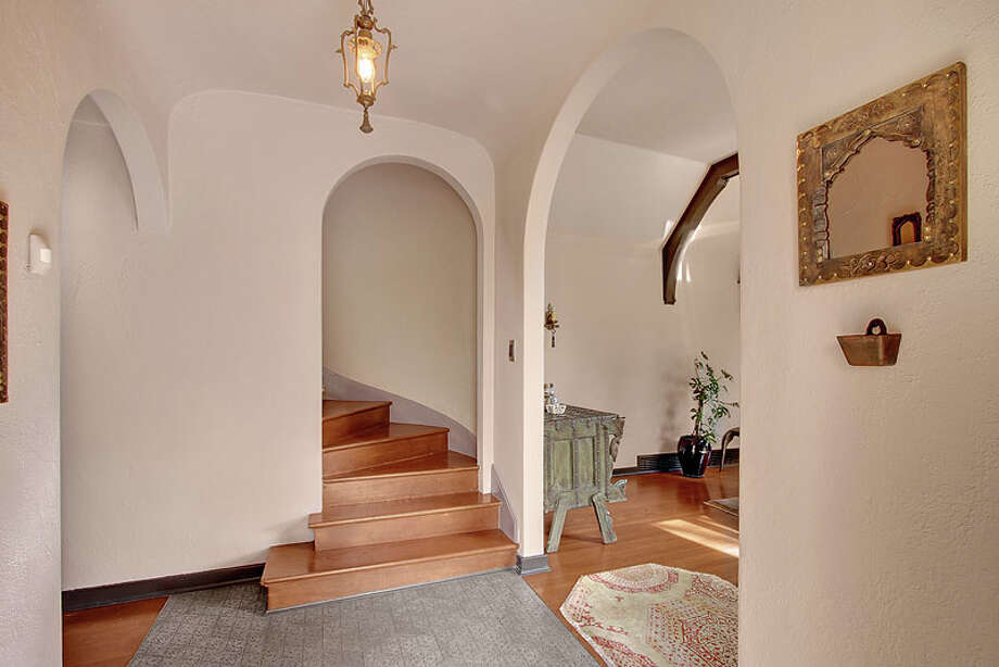Foyer of 3822 S. Court St. It's listed for $960,000. Photo: Jenni Jenkins With Vicaso, Courtesy Adam Morrow, Sound Counsel Realty