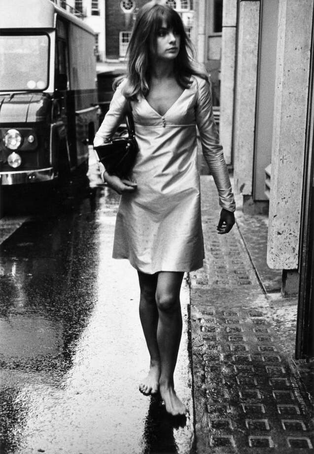 British model and actress Jean Shrimpton walks barefoot in the rain down the Kings Road, Chelsea, London. Photo: Terry O'Neill, Getty Images