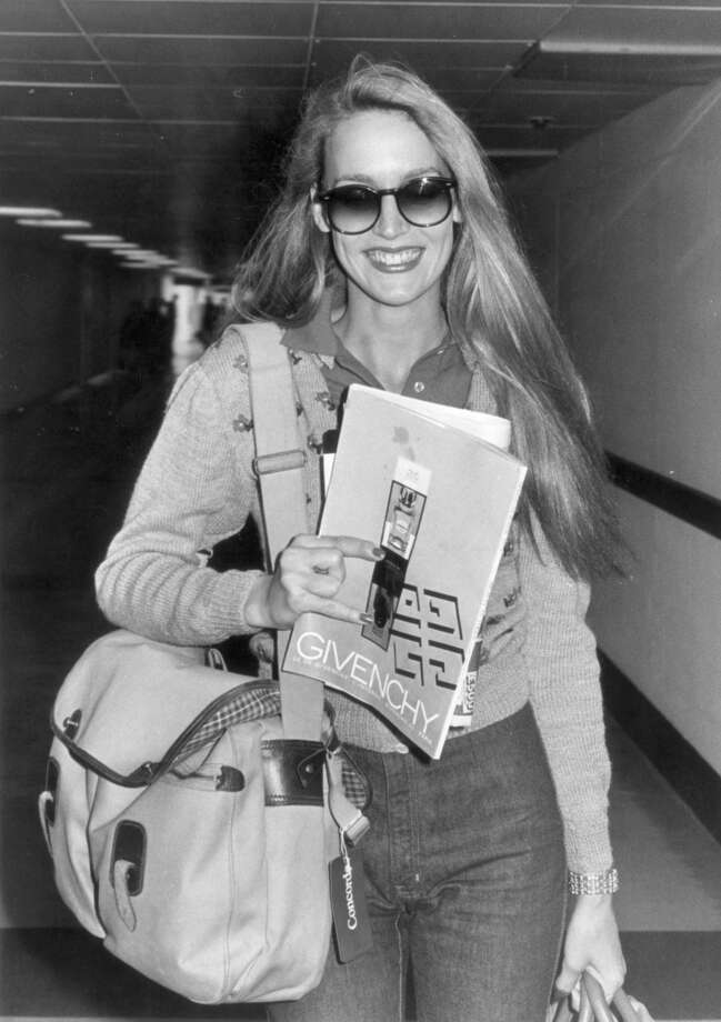 Texan model Jerry Hall leaving Heathrow Airport in 1979. Photo: Evening Standard, Getty Images