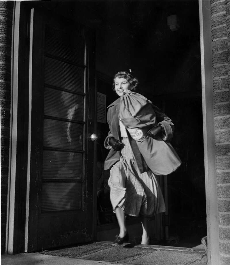 Fashion model Molly Frith arriving at Wimbledon for a game of padder tennis in 1950. Photo: Charles Hewitt, Getty Images