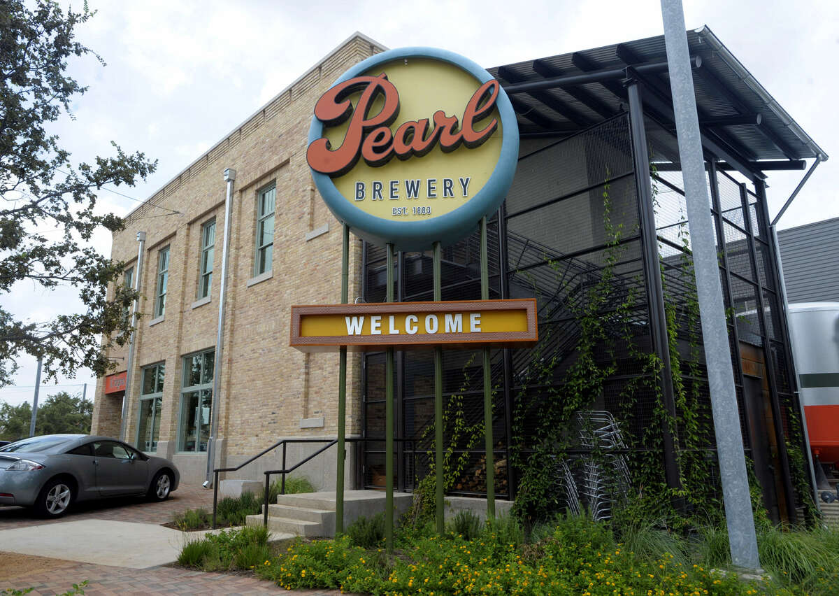 If you want to make a deal in this town, you better learn the art of the power lunch. Mastering the techniques could provide an edge in closing that crucial deal, so follow these tips to succeed at your next power lunch. We won't even ask for a commission. II Sogno at Pearl Brewery is a popular place for a power lunch. - Edmund Tijerina -