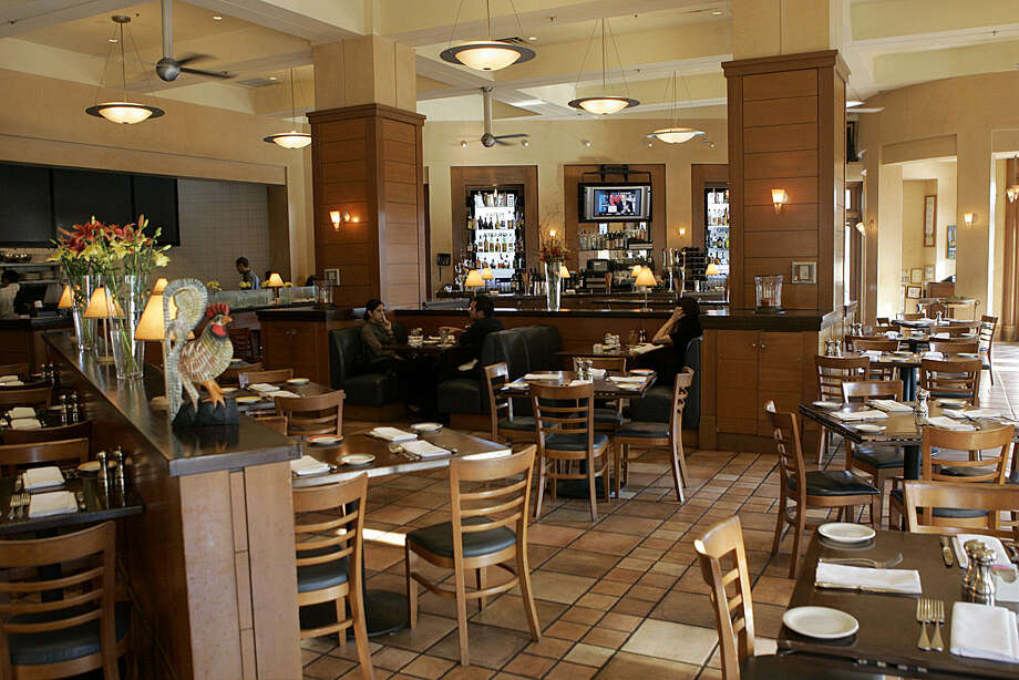 Businesspeople request private rooms in places such as The Palm and Piatti, two of the most popular places for business lunches. 