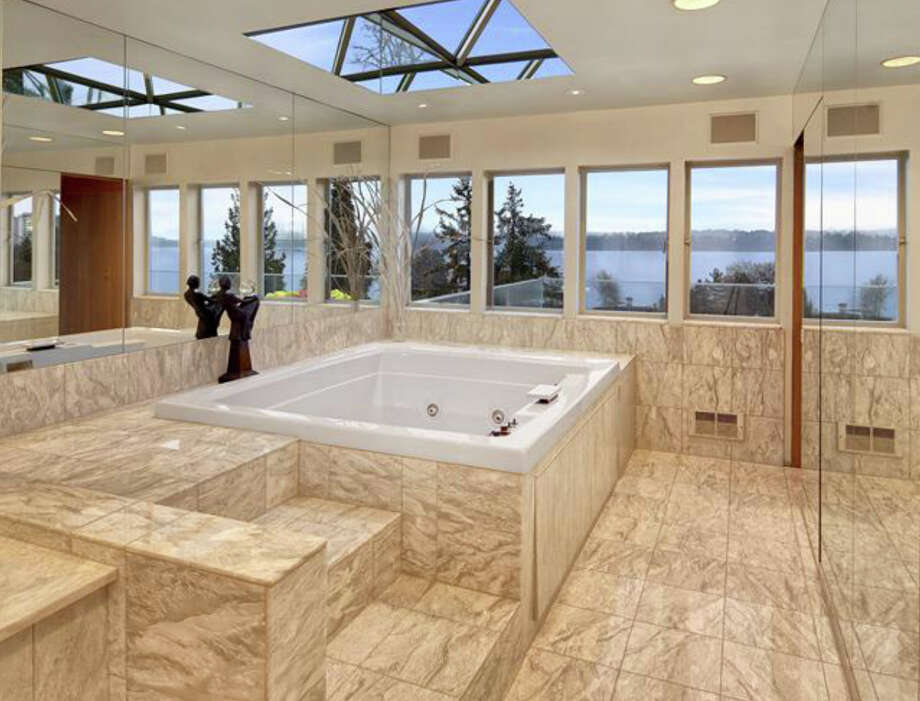 Hot tub of 1101 McGilvra Boulevard E. It's listed for $2.85 million. Photo: Matt Edington, Clarity Northwest, Courtesy Chris Sudore, King County Estates, Coldwell Banker Bain