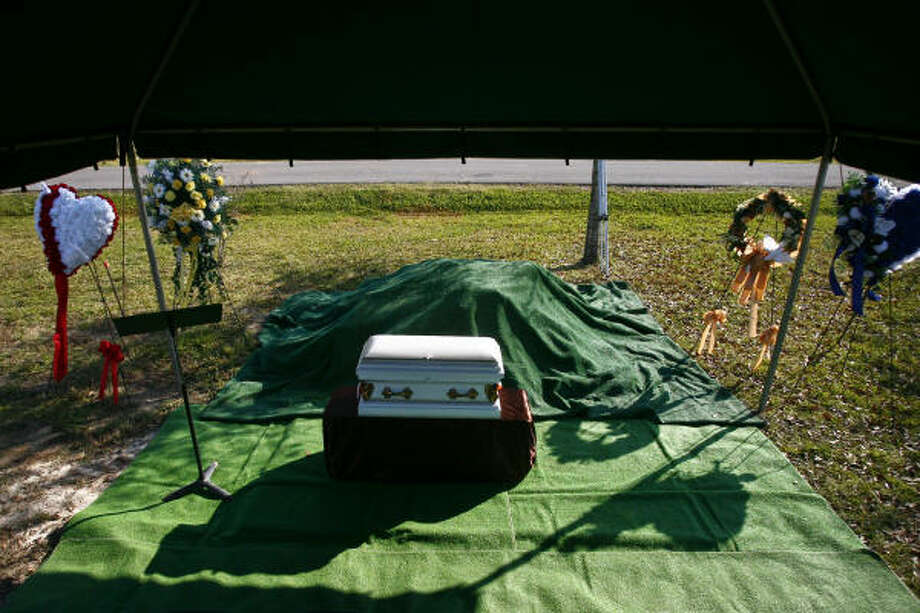 """The casket holding the remains of the unidentified victim known as """"Swimming Suit Boy"""" waits to be buried. He was one of 27 young men killed by Corll. Read more about the service. Photo: Michael Paulsen, Chronicle"""