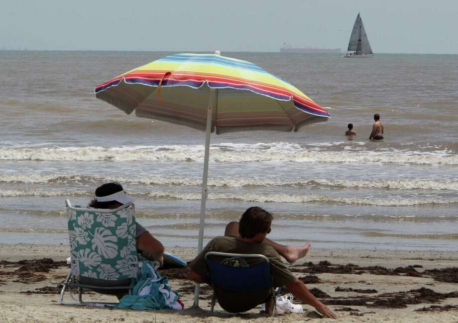 A study shows day-trippers to Galveston's beaches are an untapped but important source of tourism dollars, especially as visits begin to decline this year. Photo: James Nielsen, Staff / © 2013  Houston Chronicle