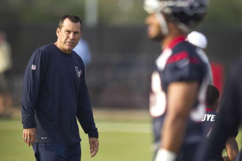 Texans head coach Gary Kubiak walks to practice.