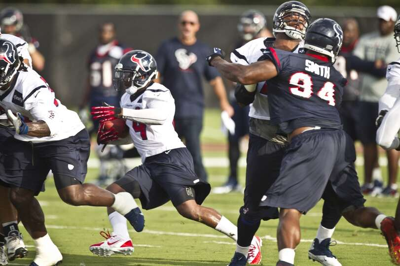 Running back Ben Tate (44) cuts back across the field.