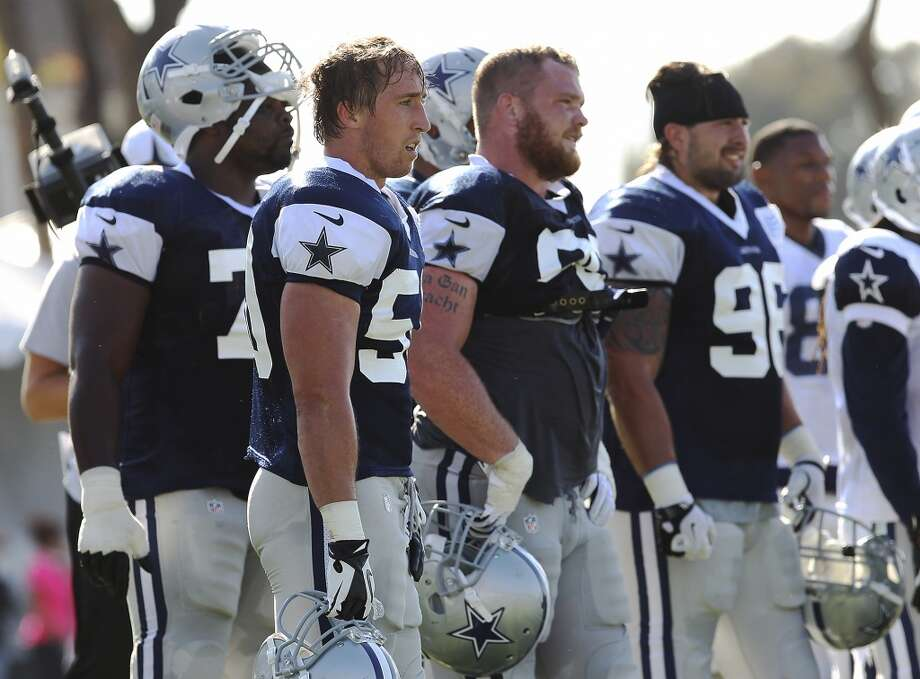 Linebacker Sean Lee (center) takes a breather during the afternoon session of the 2013 Dallas Cowboys training camp on Friday, July 26, 2013 in Oxnard. (Kin Man Hui/San Antonio Express-News) Photo: Kin Man Hui, San Antonio Express-News