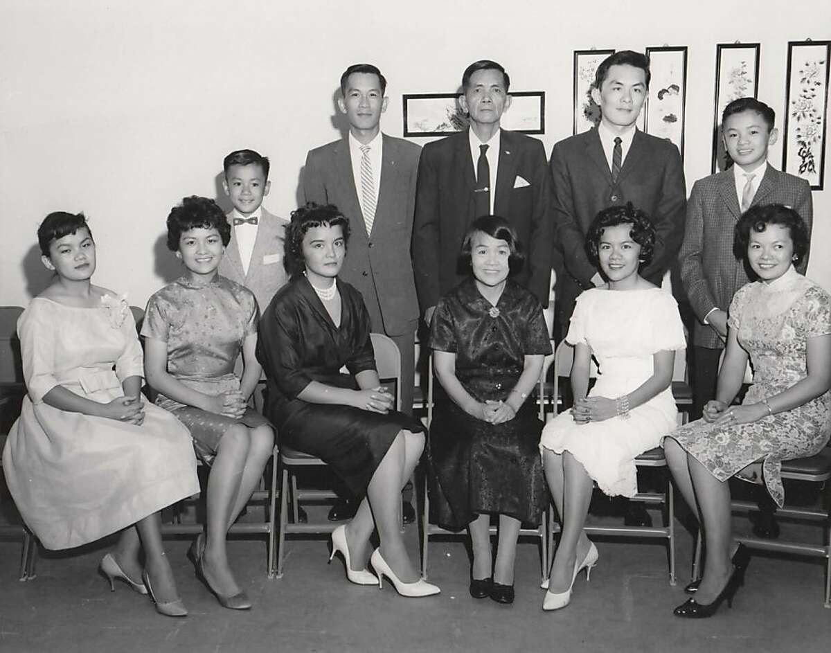 Tane Chan, second from left , with her parents and siblings in 1960. Her parents (father, standing, third from left; mother, seated, fourth from left) owned a general store and popular Chinese restaurant in Albuquerque, N.M.