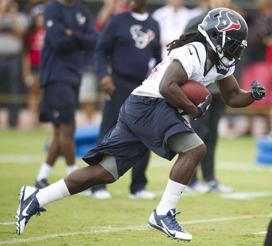 Texans fullback Greg Jones takes a carry during the second day of camp. Photo: Brett Coomer, Houston Chronicle