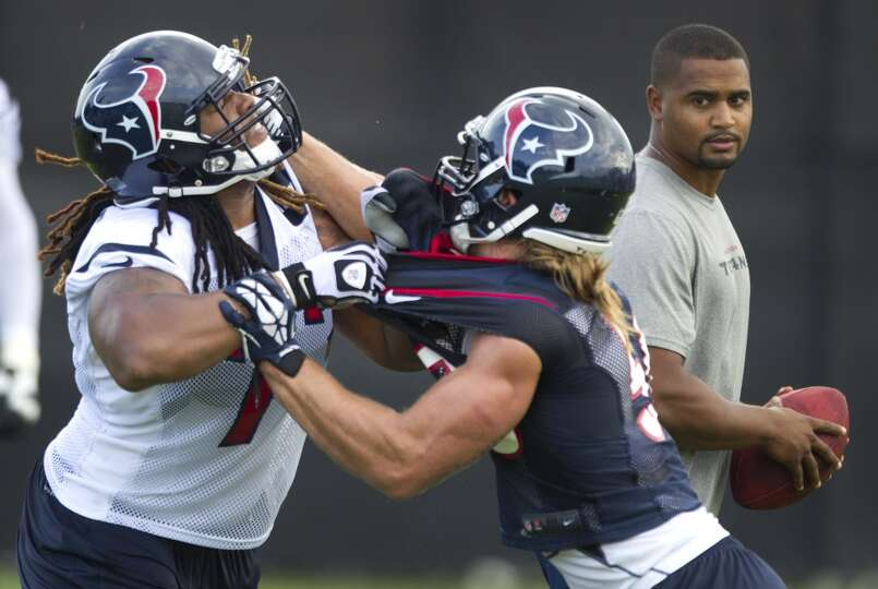 Texans linebacker Bryan Braman and offensive lineman Brennan Williams participate in a drill during