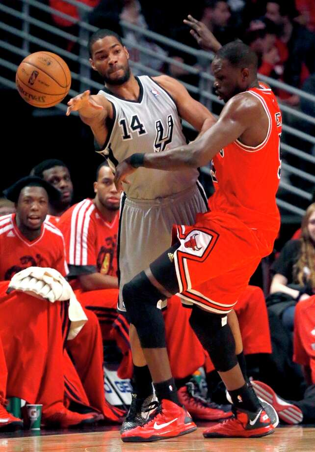 Spurs guard Gary Neal (14) passes the ball past Chicago Bulls forward Luol Deng during the first half Monday, Feb. 11, 2013, in Chicago. Photo: Charles Rex Arbogast, Associated Press / AP