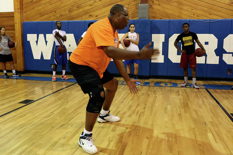 Alonzo Lunsford instructs players during his summer basketball camp at Fayetteville Christian School in Fayetteville, NC, on Saturday, July 20, 2013. Lunsford is the school's associate head coach for women's basketball and the head coach for junior varsity. Photo: Lisa Krantz, San Antonio Express-News / San Antonio Express-News
