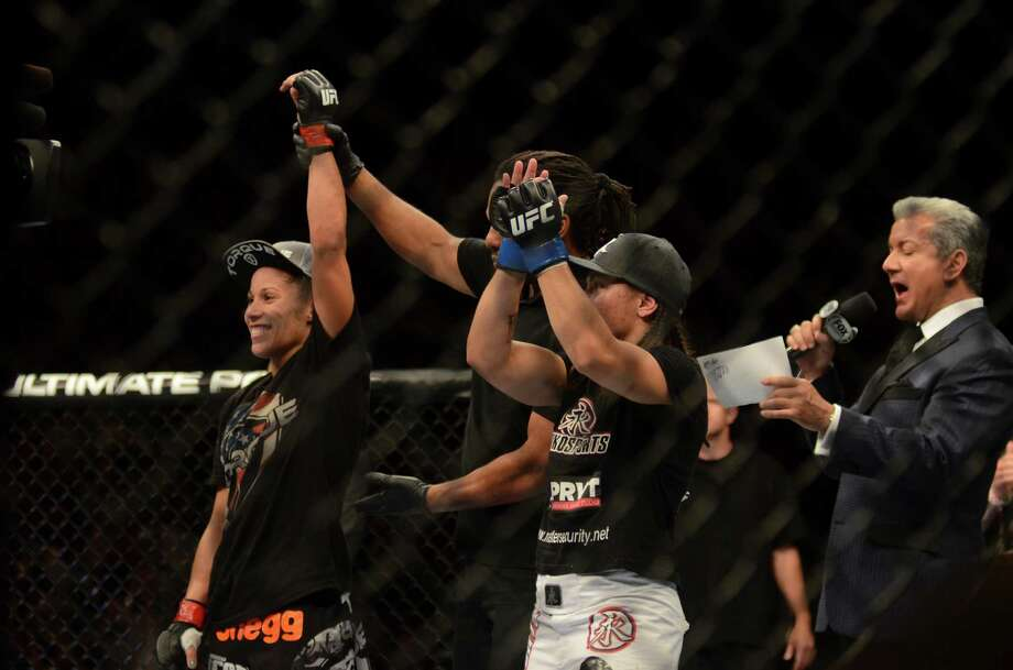 Liz Carmouche won the Bantamweight fight against her opponent, Jessica Andrade, Saturday, July 27, 2013, at the KeyArena in Seattle. Photo: SY BEAN, SEATTLEPI.COM / SEATTLEPI.COM