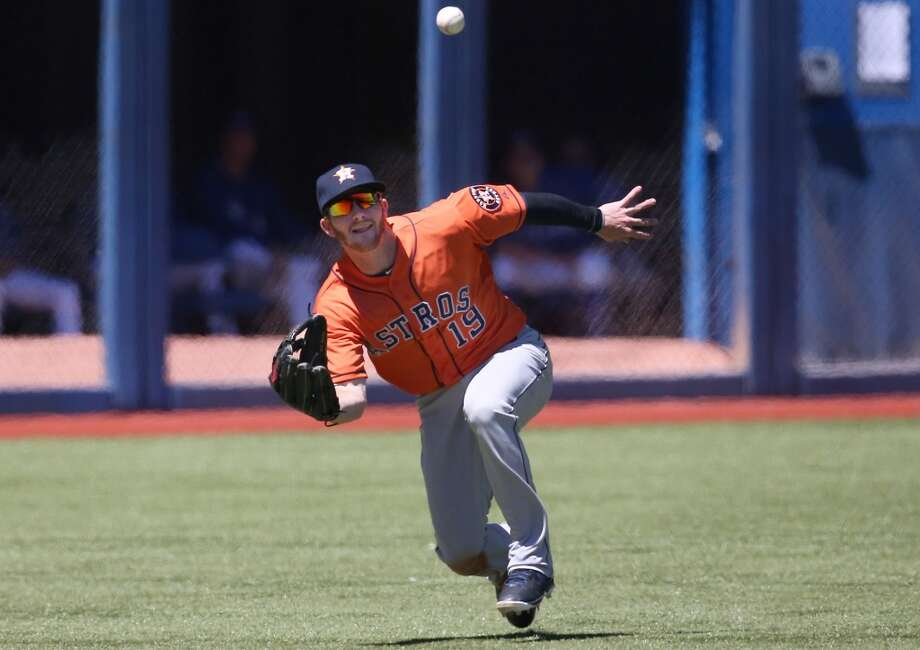 Robbie Grossman of the Astros makes a catch for an out. Photo: Tom Szczerbowski, Getty Images