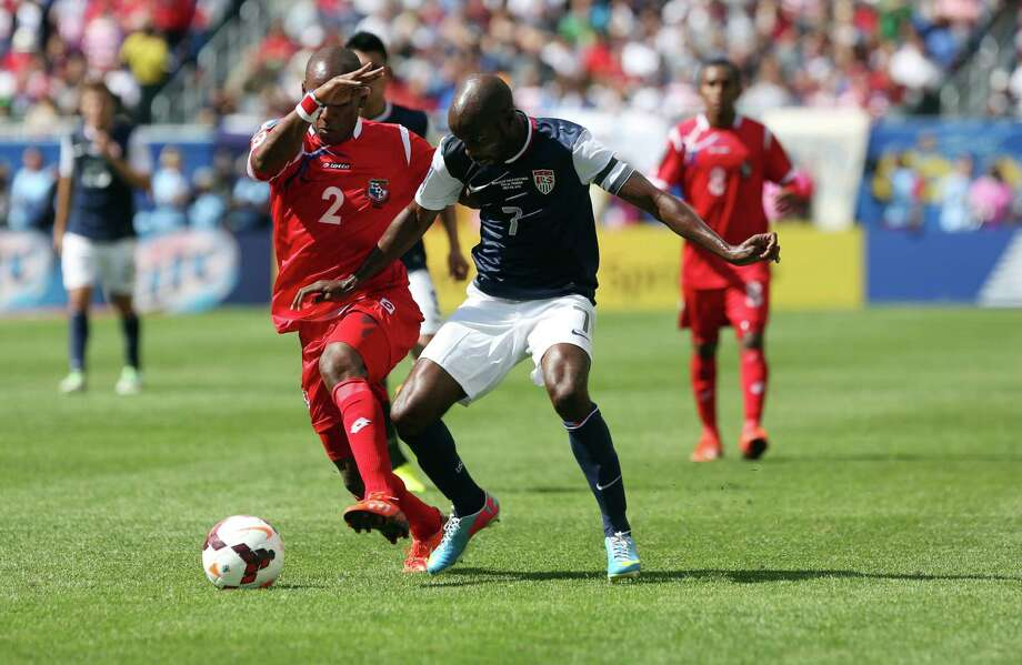 CHICAGO, IL - JULY 28:  Leonel Parris #2 of Panama and  DaMarcus Beasley #7 of USA fight for the ball in the first half at the 2013 CONCACAF Gold Cup Final at Soldier Field July 29, 2013 in Chicago, Illinois. Photo: Tasos Katopodis, Getty Images / 2013 Getty Images