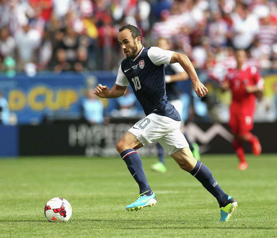 CHICAGO, IL - JULY 28: Landon Donovan #10 of the United States brings the ball up the field against Panama during the CONCACAF Gold Cup final match at Soldier Field on July 28, 2013 in Chicago, Illinois. The United States defeated Panama 1-0. Photo: Jonathan Daniel, Getty Images / 2013 Getty Images