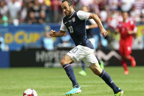 CHICAGO, IL - JULY 28: Landon Donovan #10 of the United States brings the ball up the field against Panama during the CONCACAF Gold Cup final match at Soldier Field on July 28, 2013 in Chicago, Illinois. The United States defeated Panama 1-0.